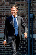 DEN HAAG - Mark Rutte ( VVD ) Sybrand van Haersma Buma ( CDA ) na afloop van hun gesprek met informateur Herman Tjeenk Willink . jesse klaver robin utrecht