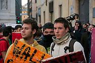 Roma 17 Novembre 2011.Manifestazione degli  studenti medi e universitari, contro il governo Monti..I book-block