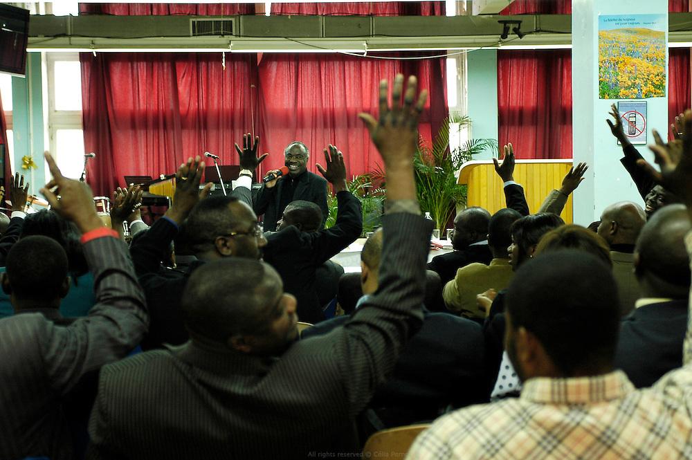 Réunion de la CEAF, Communauté des églises Africaines de France, au Centre chrétien évangélisation Amour et Vérité. St Denis, France, novembre 2007.