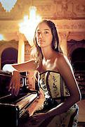 MAHANI TEAVE, PIANISTA RAPA NUI DE MUSICA CLASICA, EN EL TEATRO MUNICIPAL DE SANTIAGO, CHILE.
