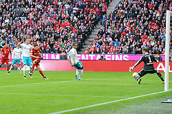 16.04.2016, Allianz Arena, Muenchen, GER, 1. FBL, FC Bayern Muenchen vs Schalke 04, 30. Runde, im Bild Robert Lewandowski (FC Bayern Muenchen) erzielt das 1:0 // during the German Bundesliga 30th round match between FC Bayern Munich and Schalke 04 at the Allianz Arena in Muenchen, Germany on 2016/04/16. EXPA Pictures © 2016, PhotoCredit: EXPA/ Eibner-Pressefoto/ Stuetzle<br /> <br /> *****ATTENTION - OUT of GER*****