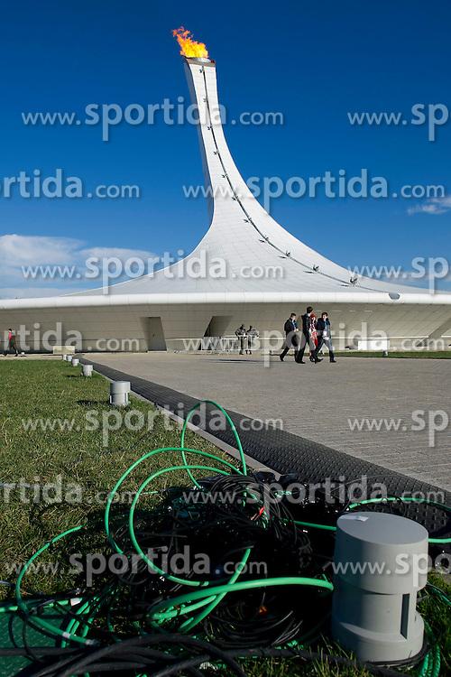 14.02.2014, Olympic Park, Adler, RUS, Sochi, 2014, Feature, im Bild Offen liegende Kabel vor dem Olympischen Feuer // during the Olympic Winter Games Sochi 2014 at the Olympic Park in Adler, Russia on 2014/02/14. EXPA Pictures &copy; 2014, PhotoCredit: EXPA/ Freshfocus/ Urs Lindt<br /> <br /> *****ATTENTION - for AUT, SLO, CRO, SRB, BIH, MAZ only*****