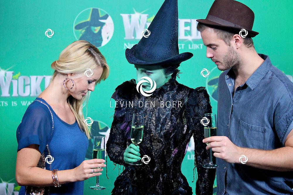 SCHEVENINGEN - In het AFAS Circustheater is de perspresentatie gehouden van de nieuwe Stage Entertainment musical Wicked.  Met op de foto vlnr Chantal Janzen, Willemijn Verkaik en Jim Bakkum. FOTO LEVIN DEN BOER - PERSFOTO.NU