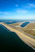 Nederland, Zuid-Holland, Rotterdam, 18-02-2015; Tweede Maasvlakte met de Prinses Alexiahaven (links), Prinses Amaliahaven en Prinses Arianehaven in  de achtergrond. Containerterminals van Rotterdam World Gateway (RWG) en APM Terminals Rotterdam-MV II (APMT).<br /> Maasvlakte 2 (MV2), extension of the Port of Rotterdam, new harbors and constructing of container terminals.<br /> luchtfoto (toeslag op standard tarieven);<br /> aerial photo (additional fee required);<br /> copyright foto/photo Siebe Swart