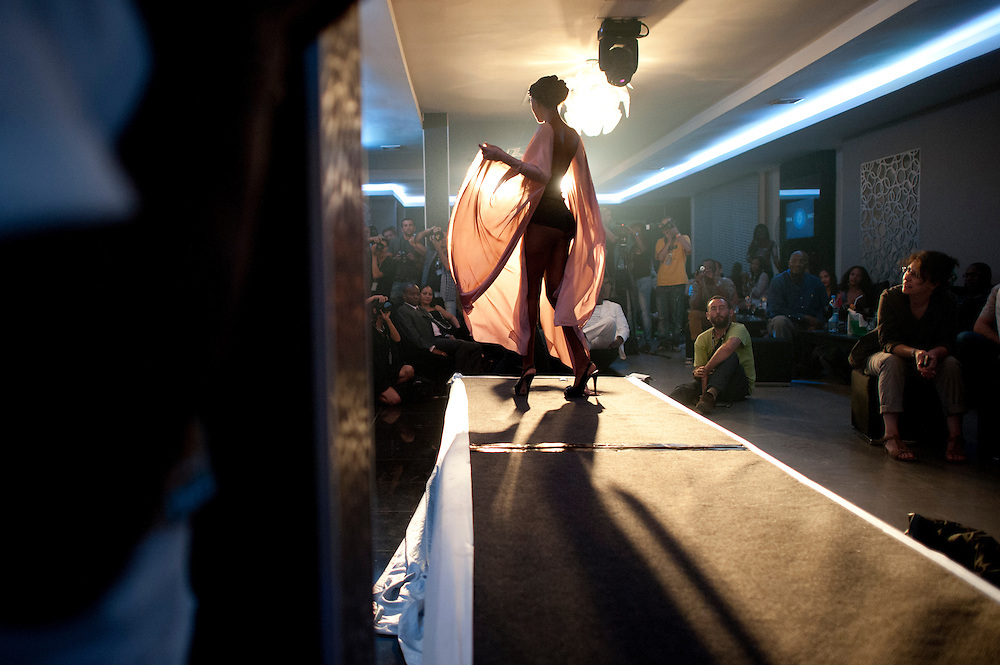 14/06/2012. Senegal, Dakar.  A model presents a creation by Egyptian designer Tito on June 14, 2012 as part of Dakar Fashion Week's 10 year anniversary taking place from June 12 to 17. ©Sylvain Cherkaoui