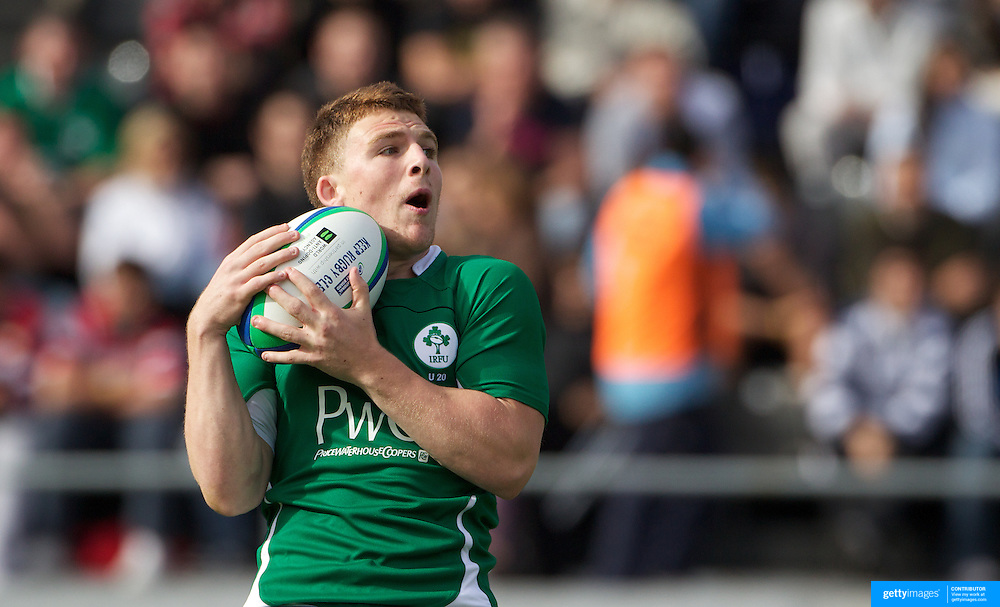 Andrew Conway, Ireland, in action during the England V Ireland group stage match at Estadio El Coloso del Parque, Rosario, Argentina, during the IRB Junior World Championships. 9th June 2010. Photo Tim Clayton....