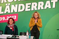 DEU, Deutschland, Germany, Berlin, 28.09.2013:<br />L&auml;nderrat (Kleiner Parteitag) von B&Uuml;NDNIS 90/DIE GR&Uuml;NEN in den Uferstudios. R&uuml;ckzug vom Amt: Steffi Lemke, politische Bundesgesch&auml;ftsf&uuml;hrerin von B&Uuml;NDNIS 90/DIE GR&Uuml;NEN, bedankt sich beim Publikum.