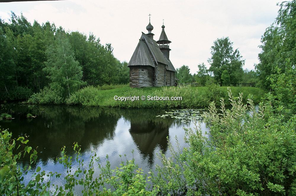 wood Church from Vominskoj village /// in Kostroma  Kostroma  Russia     /// Église du Saint sauveur.  en bois transportée du village de Vominskoj. Musée de l'architecture en bois, véritable monuments transférés sur place.  Kostroma  Urss   ///     L0007101  /  R20203  /  P108076