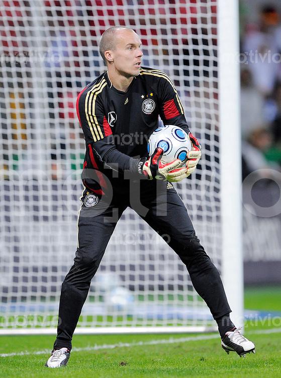 Fussball   International    Freundschaftsspiel   Deutschland - Suedafrika      05.09.09 Torwart Robert ENKE (GER), waermt sich vor dem Spiel auf.