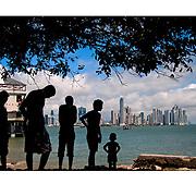 """Autor de la Obra: Aaron Sosa<br /> Título: """"Serie: Casco Viejo""""<br /> Lugar: Casco Viejo, Ciudad de Panamá - Panamá.<br /> Año de Creación: 2012<br /> Técnica: Captura digital en RAW impresa en papel 100% algodón Ilford Galeríe Prestige Silk 310gsm<br /> Medidas de la fotografía: 33,3 x 22,3 cms<br /> Medidas del soporte: 45 x 35 cms<br /> Observaciones: Cada obra esta debidamente firmada e identificada con """"grafito – material libre de acidez"""" en la parte posterior. Tanto en la fotografía como en el soporte. La fotografía se fijó al cartón con esquineros libres de ácido para así evitar usar algún pegamento contaminante.<br /> <br /> Precio: Consultar<br /> Envios a nivel nacional  e internacional."""