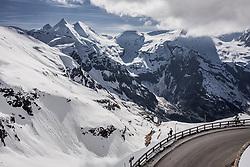 THEMENBILD - ein Mann beim Fuschertoerl mit Blick Richtung Grossglockner. Die Grossglockner Hochalpenstrasse verbindet die beiden Bundeslaender Salzburg und Kaernten und ist als Erlebnisstrasse vorrangig von touristischer Bedeutung, aufgenommen am 23. Mai 2019 in Fusch a. d. Grossglocknerstrasse, Österreich // a person at the Fuschertoerl with a view towards Grossglockner. The Grossglockner High Alpine Road connects the two provinces of Salzburg and Carinthia and is as an adventure road priority of tourist interest, Fusch a. d. Grossglocknerstrasse, Austria on 2019/05/23. EXPA Pictures © 2019, PhotoCredit: EXPA/ JFK