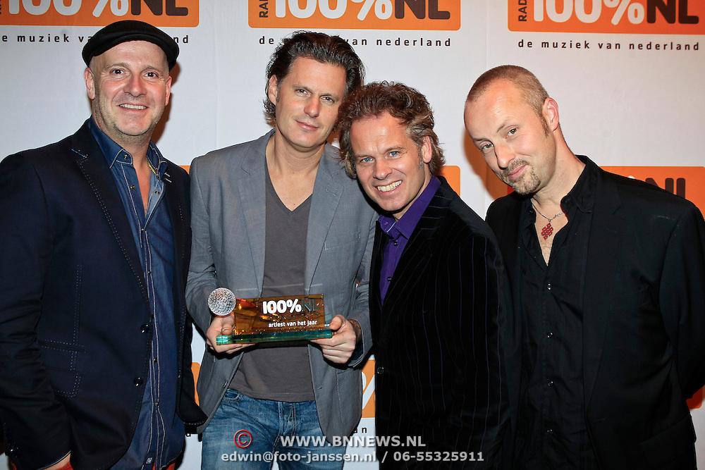 NLD/Hilversum/20130109 - Uitreiking 100% NL Awards 2012, Blof met de Award 'Artiest van het Jaar'