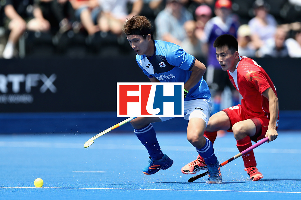 LONDON, ENGLAND - JUNE 17: Seunghoon Lee of South Korea battles for the ball with Zixiang Gou of China during the Hero Hockey World League Semi Final match between China and Korea at Lee Valley Hockey and Tennis Centre on June 17, 2017 in London, England.  (Photo by Alex Morton/Getty Images)