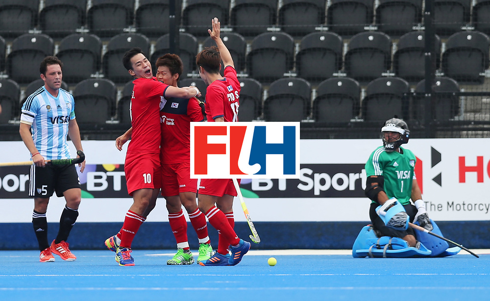 LONDON, ENGLAND - JUNE 15:  Namyong Lee of South Korea (3L) celebrates as he scores their first goal with team mates during the Pool A match between Korea and Argentina on day one of Hero Hockey World League Semi-Final at Lee Valley Hockey and Tennis Centre on June 15, 2017 in London, England.  (Photo by Alex Morton/Getty Images)