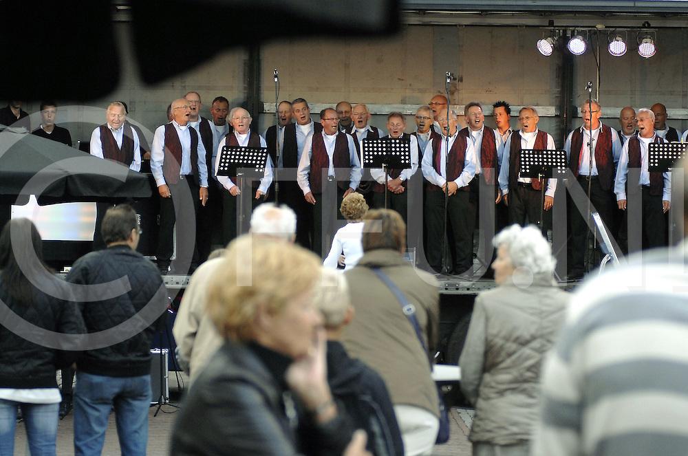090718 ijhorst ned..Pleinfeest in IJhorst met een optreden van het Shantykoor bij restaurant/cafe 't Vosje...FFU Press Agency©2009 Michiel van de Velde ..