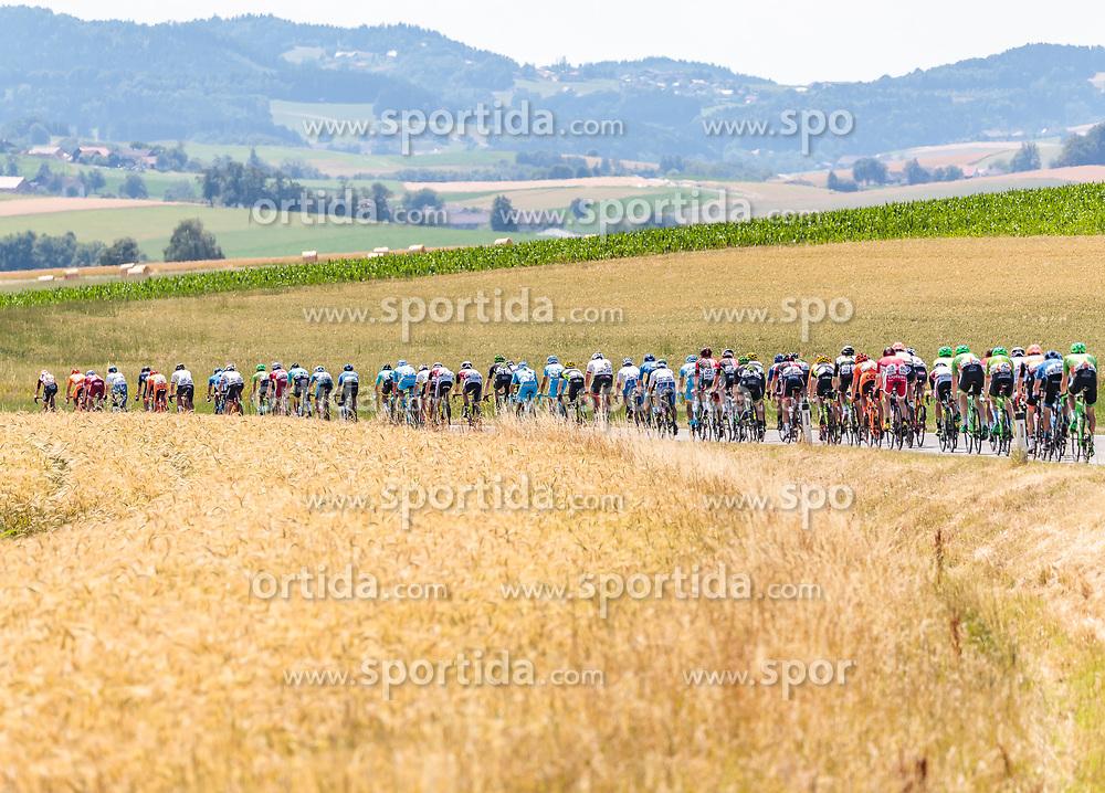 05.07.2017, Altheim, AUT, Ö-Tour, Österreich Radrundfahrt 2017, 3. Etappe von Wieselburg nach Altheim (226,2km), im Bild das Peloton // the Peloton during the 3rd stage from Wieselburg to Altheim (199,6km) of 2017 Tour of Austria. Altheim, Austria on 2017/07/05. EXPA Pictures © 2017, PhotoCredit: EXPA/ JFK