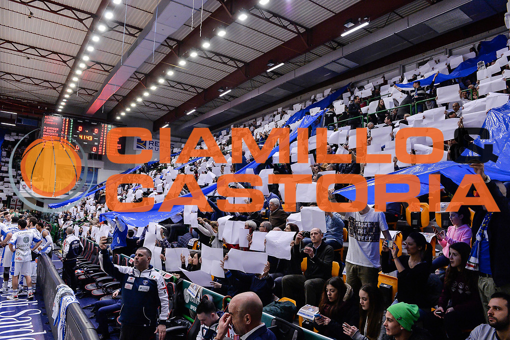 DESCRIZIONE : Beko Legabasket Serie A 2015- 2016 Dinamo Banco di Sardegna Sassari - Sidigas Scandone Avellino<br /> GIOCATORE : Tifosi PalaSerradimigni<br /> CATEGORIA : Palazzo Palazzetto Arena Panoramica Tifosi Pubblico Spettatori Coreografia<br /> SQUADRA : Dinamo Banco di Sardegna Sassari<br /> EVENTO : Beko Legabasket Serie A 2015-2016<br /> GARA : Dinamo Banco di Sardegna Sassari - Sidigas Scandone Avellino<br /> DATA : 28/02/2016<br /> SPORT : Pallacanestro <br /> AUTORE : Agenzia Ciamillo-Castoria/L.Canu