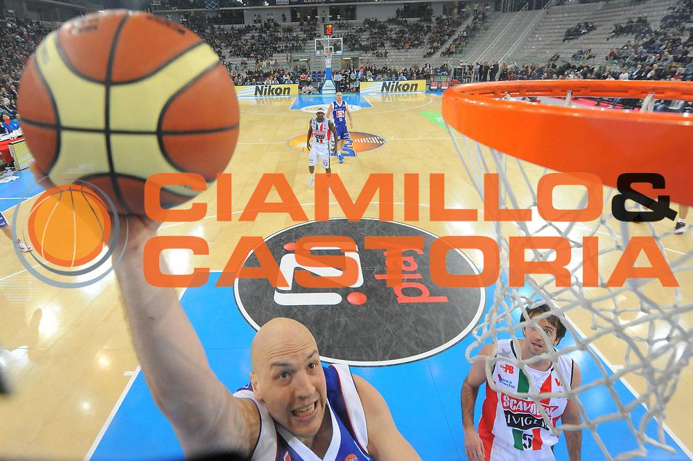 DESCRIZIONE : Torino Coppa Italia Final Eight 2012 Semifinale Scavolini Siviglia Pesaro Bennet Cantu<br /> GIOCATORE : Greg Brunner<br /> CATEGORIA : special tiro<br /> SQUADRA : Bennet Cantu<br /> EVENTO : Suisse Gas Basket Coppa Italia Final Eight 2012<br /> GARA : Scavolini Siviglia Pesaro Bennet Cantu <br /> DATA : 18/02/2012<br /> SPORT : Pallacanestro<br /> AUTORE : Agenzia Ciamillo-Castoria/M.Marchi<br /> Galleria : Final Eight Coppa Italia 2012<br /> Fotonotizia : Torino Coppa Italia Final Eight 2012 Semifinale Scavolini Siviglia Pesaro Bennet Cantu<br /> Predefinita :