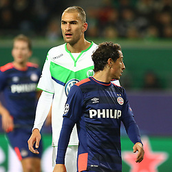 21.10.2015, Volkswagen Arena, Wolfsburg, GER, UEFA CL, VfL Wolfsburg vs PSV Eindhoven, Gruppe B, im Bild Bas Dost (#12, VfL Wolfsburg), Andres Guardado (#18, PSV Eindhoven) // during UEFA Champions League group B match between VfL Wolfsburg and PSV Eindhoven at the Volkswagen Arena in Wolfsburg, Germany on 2015/10/21. EXPA Pictures © 2015, PhotoCredit: EXPA/ Eibner-Pressefoto/ Hundt<br /> <br /> *****ATTENTION - OUT of GER*****