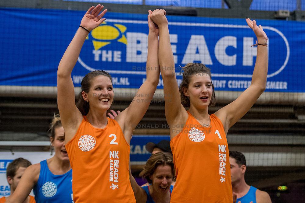 08-01-2017 NED: NK Beachvolleybal Indoor, Aalsmeer<br /> Brons voor Jolien Sinnema #2 en Joy Stubbe #1
