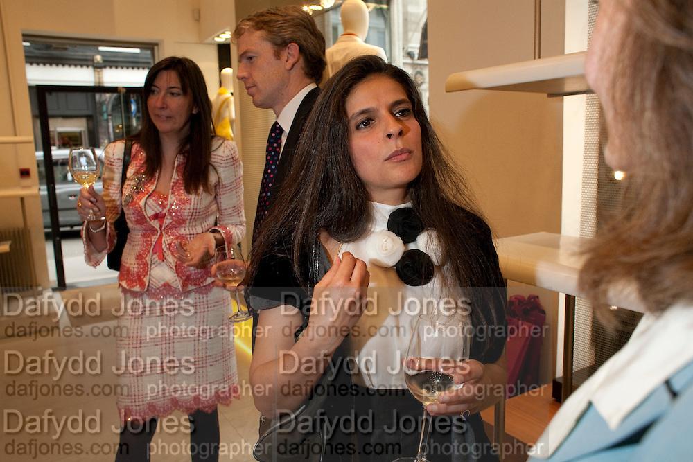 DONNA FRANCESCA CENTURIONE SCOTTO; SASHA DE MEDICI- BOOK PARTY FOR A BOOK BY DONNA FRANCESCA CENTURIONE SCOTTO AT Salvatore Ferragamo, 24 Old Bond Street, London W1. 14 May 2009