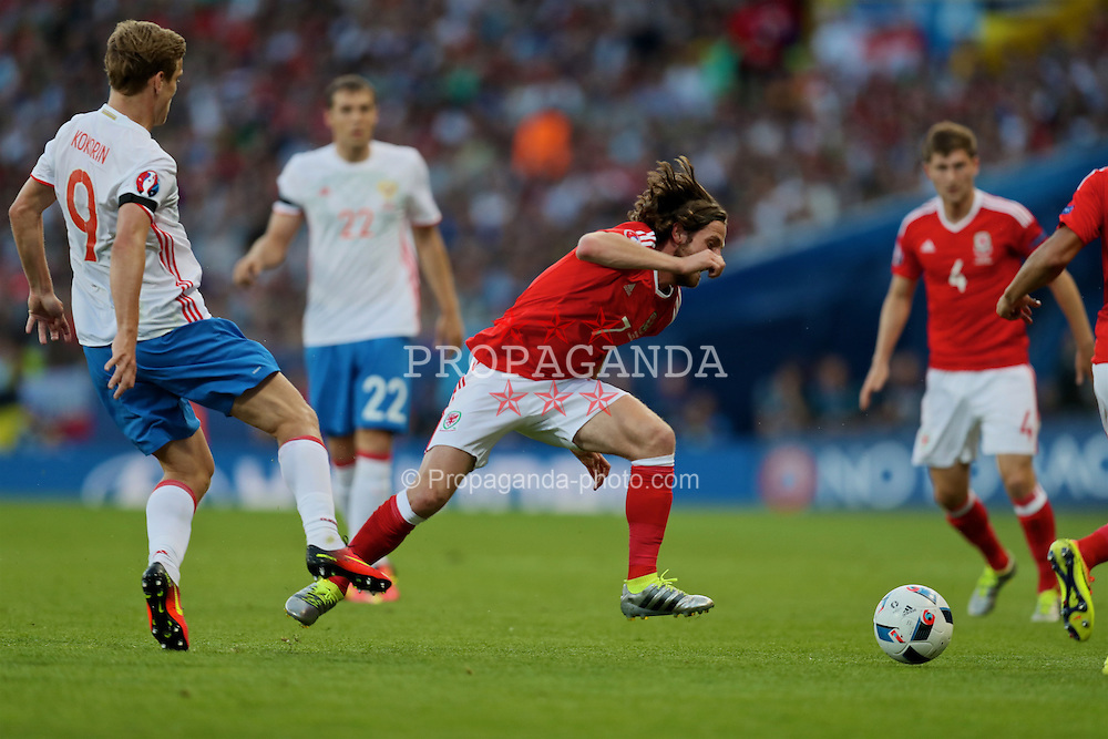 TOULOUSE, FRANCE - Monday, June 20, 2016: Wales' Joe Allen is tackled by Russia's Artur Yusupov during the final Group B UEFA Euro 2016 Championship match at Stadium de Toulouse. (Pic by David Rawcliffe/Propaganda)