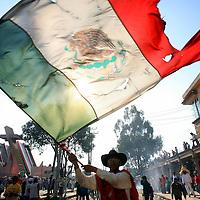 San Mateo Atenco, Mex.- Cientos de habitantes del barrio de San Maria en el municipio de San Mateo Atenco, participan en el &quot;simulacro&quot; donde representan la batalla de Independencia al enfrentarse el pueblo de M&eacute;xico contra los &quot;gachupines&quot; del ejercito espa&ntilde;ol en 1810. Agencia MVT / Mario Vazquez de la Torre. (DIGITAL)<br /> <br /> <br /> <br /> <br /> <br /> <br /> <br /> NO ARCHIVAR - NO ARCHIVE