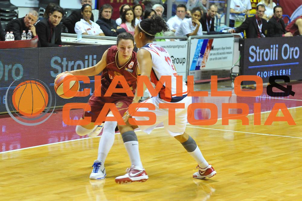 DESCRIZIONE : Venezia Lega A1 Femminile 2009-10 Coppa Italia Semifinale Cras Basket Taranto Umana Reyer Venezia<br /> GIOCATORE : Giorgia Sottana<br /> SQUADRA : Cras Basket Taranto Umana Reyer Venezia<br /> EVENTO : Campionato Lega A1 Femminile 2009-2010 <br /> GARA : Cras Basket Taranto Umana Reyer Venezia<br /> DATA : 06/03/2010 <br /> CATEGORIA : Palleggio<br /> SPORT : Pallacanestro <br /> AUTORE : Agenzia Ciamillo-Castoria/M.Gregolin<br /> Galleria : Lega Basket Femminile 2009-2010 <br /> Fotonotizia : Venezia Lega A1 Femminile 2009-10 Coppa Italia Semifinale Cras Basket Taranto Umana Reyer Venezia<br /> Predefinita :