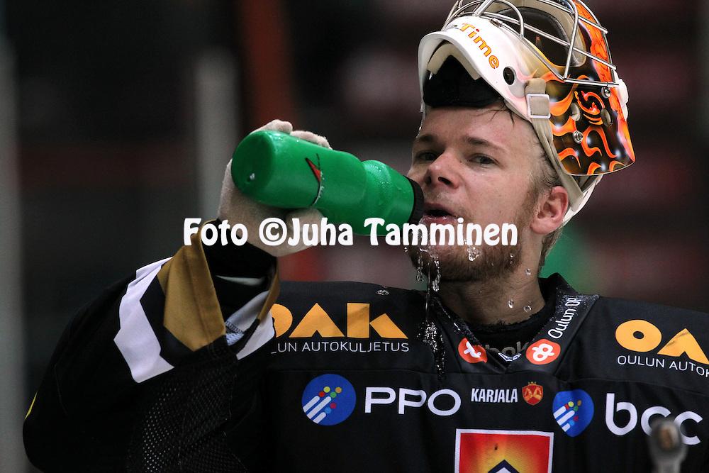 6.10.2012, Ritari Areena, H?meenlinna..J??kiekon SM-liiga 2012-13. HPK - K?rp?t..Johan Backlund - K?rp?t
