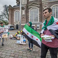 Nederland, Amsterdam, 11 juli 2017.<br />Bij de Westerkerk staat een groepje hongerstakende Syriërs protesteert tegen de aanvallen van het Libanese leger op <br /> Syrische vluchtelingenkampen. Zij willen dat er een internationaal onderzoek komt.<br /><br /><br />Foto: Jean-Pierre Jans