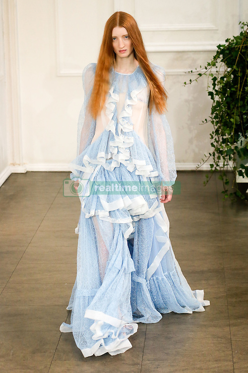 September 16, 2016 - London, ENGLAND - Bora Aksu.MODEL ON CATWALK, WOMAN WOMEN, LONDON FASHION WEEK 2017 READY TO WEAR FOR SPRING SUMMER, DEFILE, FASHION SHOW RUNWAY COLLECTION, PRET A PORTER, MODELWEAR, MODESCHAU LAUFSTEG FRUEHJAHR SOMMER .LONS17 (Credit Image: © PPS via ZUMA Wire)
