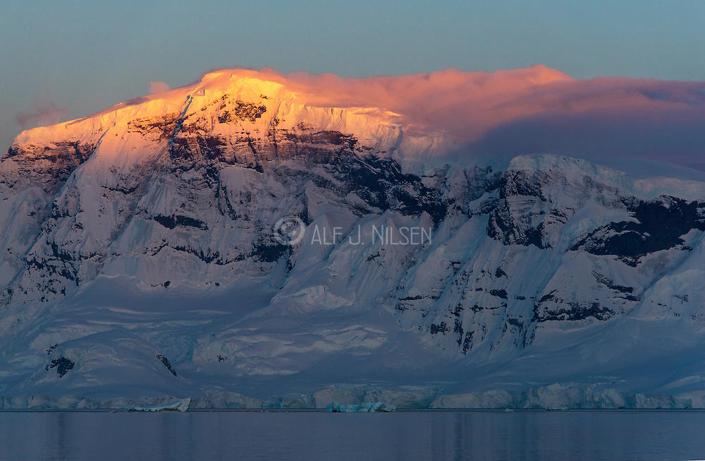 Sunrize on Anvers Island in Gerlache Strait, the Antarctic Peninsula.