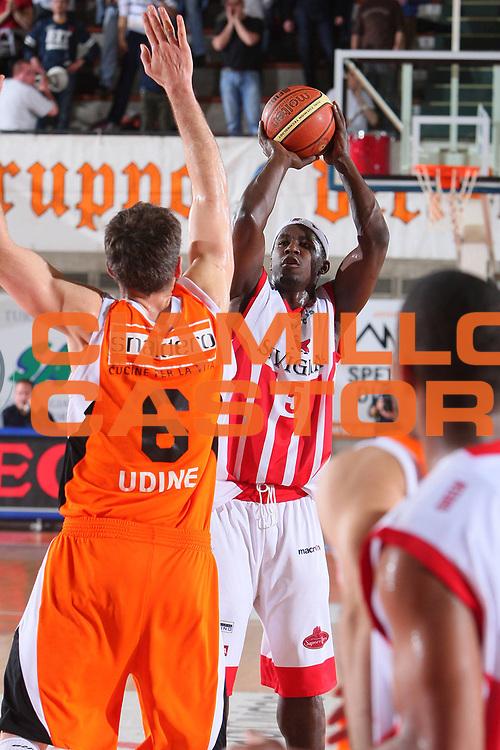 DESCRIZIONE : Udine Lega A1 2007-08 Snaidero Udine Siviglia Wear Teramo <br /> GIOCATORE : Brandon Brown <br /> SQUADRA : Siviglia Wear Teramo <br /> EVENTO : Campionato Lega A1 2007-2008 <br /> GARA : Snaidero Udine Siviglia Wear Teramo <br /> DATA : 30/03/2008 <br /> CATEGORIA : Tiro <br /> SPORT : Pallacanestro <br /> AUTORE : Agenzia Ciamillo-Castoria/S.Silvestri