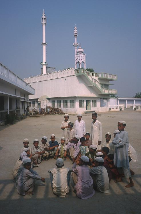 photo: Nadav Neuhaus.roots of the Taliban.India, October 2001..Behraich, Basti and Siddharthnagar are three districts of the Uttar Pradesh having international border with Nepal have a number of Madarsas..Taliban children.