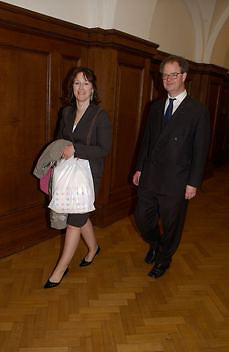 Rebecah Fraser and Ed FitzGerald, Opening of the Satchi Gallery, County Hall. 15 April 2003. © Copyright Photograph by Dafydd Jones 66 Stockwell Park Rd. London SW9 0DA Tel 020 7733 0108 www.dafjones.com