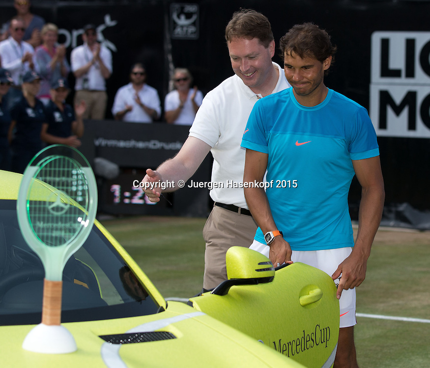Rafael Nadal (ESP) steigt ein in das Siegerauto,Siegerehrung<br /> <br /> Tennis - Mercedes Cup - ATP -  Tennisclub Weissenhof  - Stuttgart - Baden-Wuerttemberg - Germany  - 14 June 2015. <br /> &copy; Juergen Hasenkopf