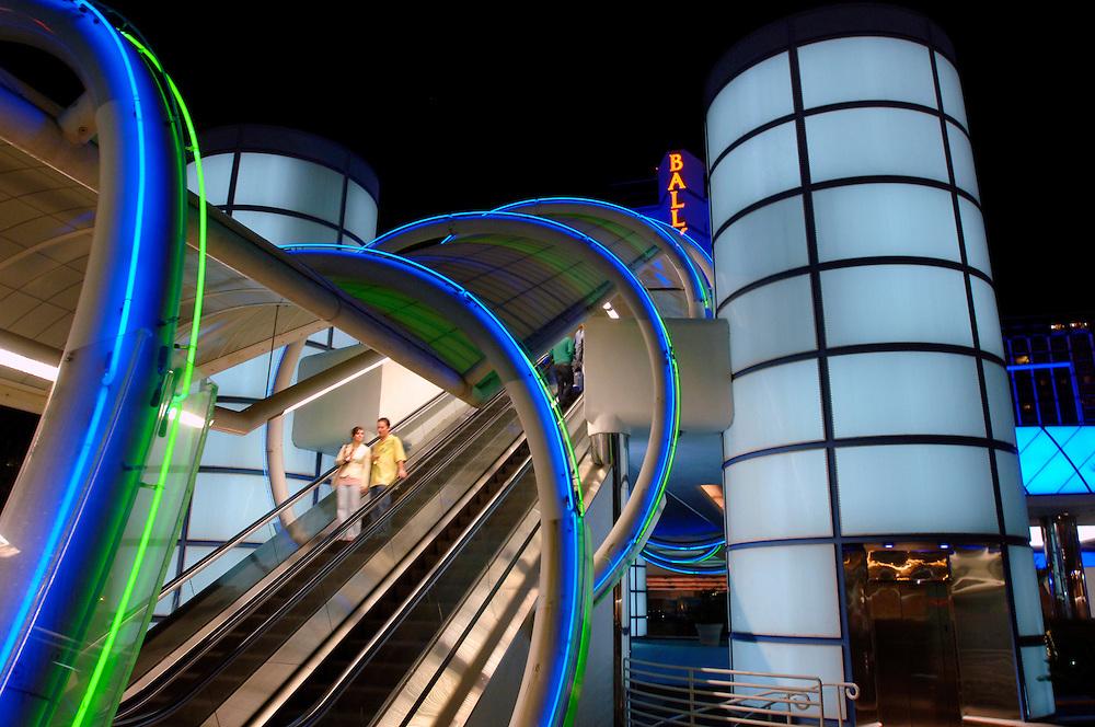 USA Nevada Las Vegas Bally's Hotel und Casino Nachtstimmung Rolltreppe Gastronomie Las Vegas Boulevard The Strip Nachtleben (Farbtechnik sRGB 34.74 MByte vorhanden) Geography / Travel .