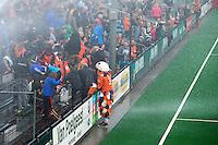 BLOEMENDAAL- hockey - sproeiers aan  tijdens de eerste play off hoofdklasse finalewedstrijd tussen de mannen van Bloemendaal en Oranje-Zwart (2-3). COPYRIGHT KOEN SUYK