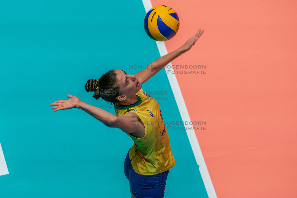 28-05-2019 NED: Volleyball Nations League Netherlands - Brazil, Apeldoorn<br /> <br /> Macris Carneiro #3 of Brazil