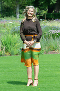 Zomerfotosessie 2019 bij Paleis Huis ten Bosch in Den Haag<br /> <br /> Summer photo session 2019 at Palace Huis ten Bosch in The Hague<br /> <br /> Op de foto / On the photo:  koningin Maxima / Queen Maxima