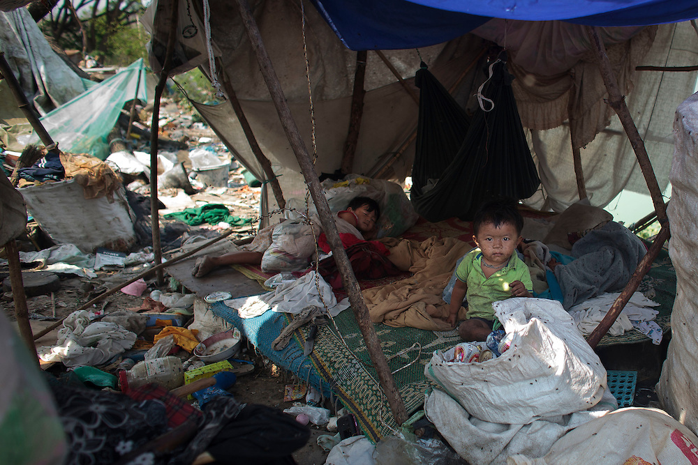 Refugee childs from Myanmar are seen into their shanty on rubbish dump in Mae Sot on Thursday, 22, 2012. With April 1 elections coming soon Myanmar has suffered conflict between the repressive ruling military regime, political opponents and ethnic groups, resulting in the displacement of over 400.000 Burmese according to UNHCR, around 140.000 of them in Thailand.