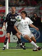 n/z.: bramkarz Jerzy Dudek (nr1-Liverpool) i Hernan Crespo (nr11-Milan) podczas meczu finalowego Ligi Mistrzow FC Liverpool (czerwone) - AC Milan (biale) 3:3 karne 3:2 , liga mistrzow , final sezon 2004/2005 , pilka nozna , Turcja , Stambul , 25-05-2005 , fot.: Adam Nurkiewicz / mediasport..goalkeeper Jerzy Dudek (nr1-Liverpool) and Hernan Crespo (nr11-Milan) during final Champions League soccer match in Istambul. May 25, 2005 ; FC Liverpool (red) - AC Milan (white) 3:3 penalty 3:2 ; Champions League , final season 2004/2005 , football , Turkey , Istambul ( Photo by Adam Nurkiewicz / mediasport )