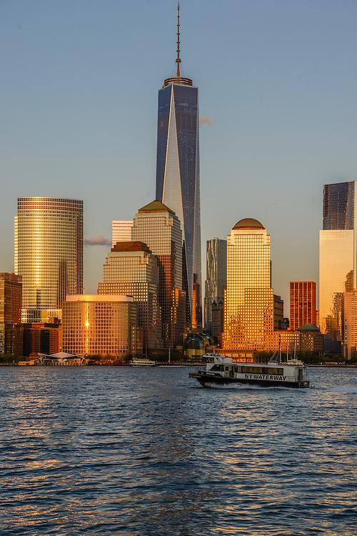 Freedom Tower, 1 WTC, the tallest skyscraper in the Western Hemisphere, designed by David Childs, New York City Skyline, Manhattan, New York