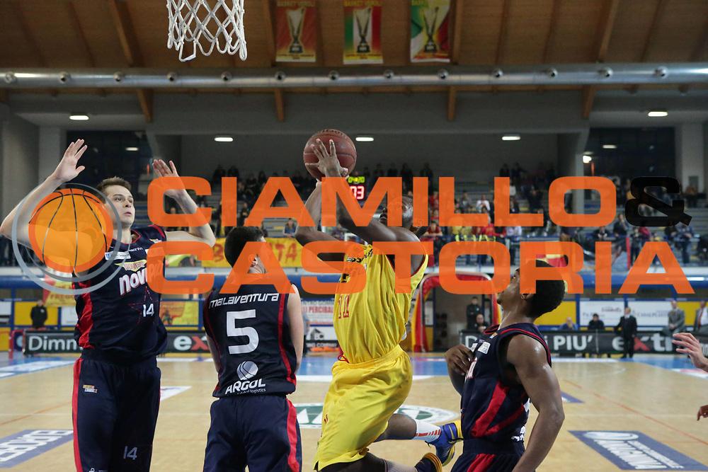 DESCRIZIONE : Frosinone Lega Basket A2  eurobet 2012-13  Prima Veroli Novipi&ugrave; Casale Monferrato<br /> GIOCATORE : Walker Erving <br /> CATEGORIA : tiro<br /> SQUADRA : Prima Veroli<br /> EVENTO : Lega Basket A2  eurobet 2012-13 <br /> GARA : Prima Veroli Novipi&ugrave; Casale Monferrato<br /> DATA : 18/11/2012<br /> SPORT : Pallacanestro <br /> AUTORE : Agenzia Ciamillo-Castoria/ M.Simoni<br /> Galleria : Lega Basket A2 2012-2013 <br /> Fotonotizia : Frosinone Lega Basket A2  eurobet 2012-13  Prima Veroli Novipi&ugrave; Casale Monferrato<br /> Predefinita :