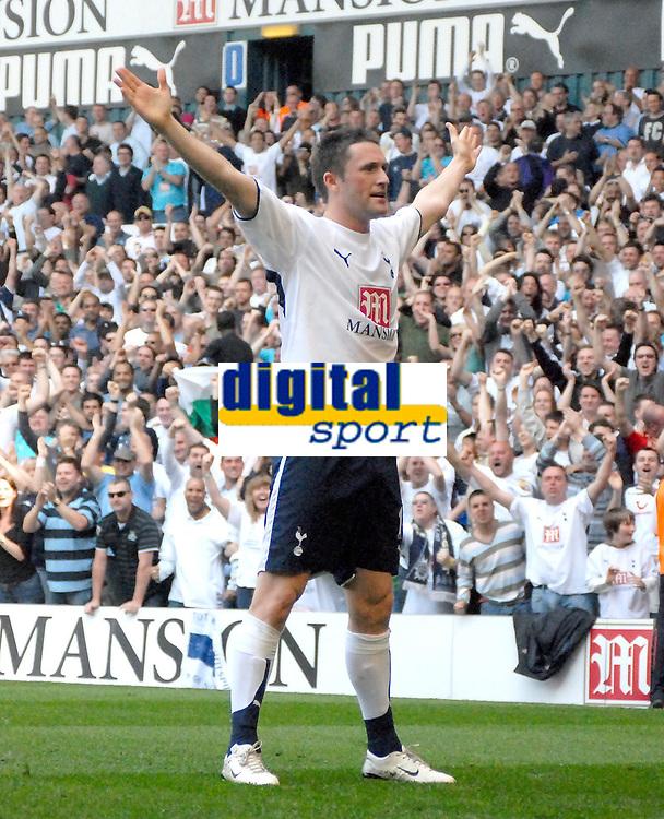 Photo: Ed Godden/Sportsbeat Images.<br /> Tottenham Hotspur v Arsenal. The Barclays Premiership. 21/04/2007. Spurs' Robbie Keane celebrates scoring the opening goal.