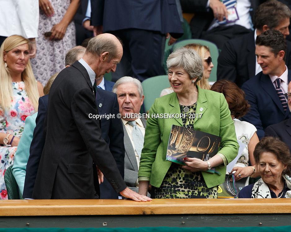 Wimbledon Feature, Herren Endspiel, Finale, Premierministerin Theresa May und Philip May in der Ehrenloge lassen den Herzog von Kent vorbei,Royal Box,<br /> <br /> Tennis - Wimbledon 2017 - Grand Slam ITF / ATP / WTA -  AELTC - London -  - Great Britain  - 16 July 2017.