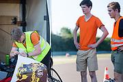 De camera van de fiets wordt in orde gemaakt, Het Human Power Team Delft en Amsterdam (HPT), dat bestaat uit studenten van de TU Delft en de VU Amsterdam, is in Senftenberg voor een poging het laagland sprintrecord te verbreken op de Dekrabaan. In september wil het Human Power Team Delft en Amsterdam, dat bestaat uit studenten van de TU Delft en de VU Amsterdam, tijdens de World Human Powered Speed Challenge in Nevada een poging doen het wereldrecord snelfietsen voor vrouwen te verbreken met de VeloX 7, een gestroomlijnde ligfiets. Het record is met 121,44 km/h sinds 2009 in handen van de Francaise Barbara Buatois. De Canadees Todd Reichert is de snelste man met 144,17 km/h sinds 2016.<br /> <br /> The Human Power Team is in Senftenberg, Germany to race at the Dekra track as a preparation for the races in America. With the VeloX 7, a special recumbent bike, the Human Power Team Delft and Amsterdam, consisting of students of the TU Delft and the VU Amsterdam, also wants to set a new woman's world record cycling in September at the World Human Powered Speed Challenge in Nevada. The current speed record is 121,44 km/h, set in 2009 by Barbara Buatois. The fastest man is Todd Reichert with 144,17 km/h.