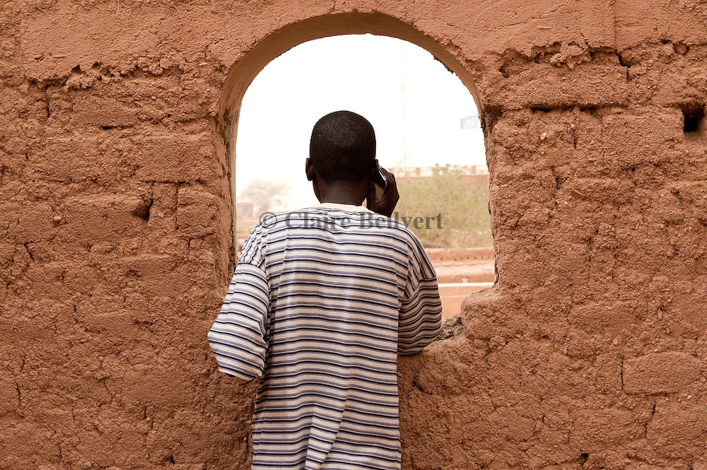 Ousman, a migranf from Mali on the phone with his family