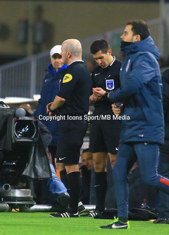Changement arbitre - Sebastien MOREIRA / Alexandre PERREAU NIEL - 07.02.2015 - Montpellier / Lille - 24eme journee de Ligue 1<br /> Photo : Nicolas Guyonnet / Icon Sport