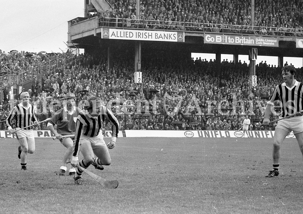 974-5<br /> Noel Skehan (Kilkenny) about to clear the ball from his goalmouth during the Kilkenny v Limerick Hurling Final. September 1974. <br /> (Part of the Independent Newspapers Ireland/NLI collection.)